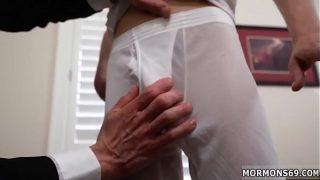 Азиатки выполняют лысому молодому человеку тайский массажик с трахом